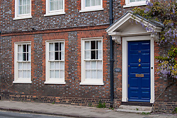 © Licensed to London News Pictures. 22/05/2021. Henley-on-Thames, UK. An exterior view of the Henley-on-Thames home of Tony Hall, the former Director-General of the BBC. An inquiry in 2021 found that Hall had covered up the deceitful methods used by Martin Bashir for the BBC's Panorama interview with Diana, Princess of Wales. He resigned as chairman of the National Gallery on 22 May 2021 Photo credit: Peter Manning/LNP