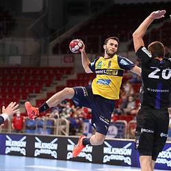 Handball, 35. Spieltag: Bergischer HC vs Rhein Neckar Loewen am 16.06.2021 im ISS Dome Düsseldorf<br /> <br /> Romain Lagarde (Rhein Neckar Loewen 8) gegen Csaba Szücs / Szuecs / Szucs (Bergischer HC 20) und Max Darj (Bergischer HC 5)  im Spiel der Handballliga, Bergischer HC - Rhein Neckar Loewen.<br /> <br /> Foto © PIX-Sportfotos *** Foto ist honorarpflichtig! *** Auf Anfrage in hoeherer Qualitaet/Aufloesung. Belegexemplar erbeten. Veroeffentlichung ausschliesslich fuer journalistisch-publizistische Zwecke. For editorial use only.