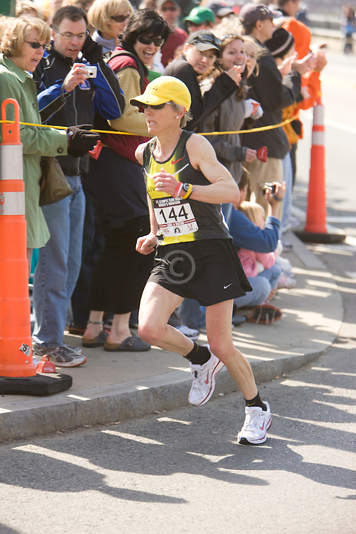 Joan Samuelson at mile 22 on her way to an American record for 50+ women