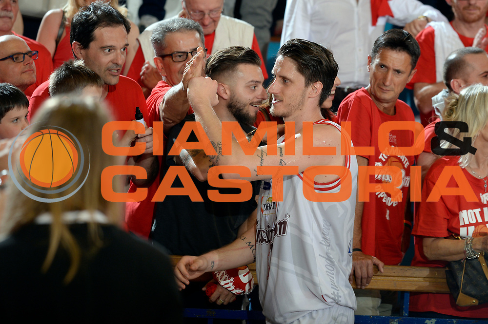DESCRIZIONE : Reggio Emilia Lega A 2015-2016 Playoff Finale Gara 3 Grissin Bon Reggio Emilia EA7 Emporio Armani Milano<br /> GIOCATORE : Achille Polonara<br /> CATEGORIA : esultanza postgame<br /> SQUADRA : Grissin Bon Reggio Emilia<br /> EVENTO : Campionato Lega A 2015-2016<br /> GARA : Grissin Bon Reggio Emilia EA7 Emporio Armani Milano<br /> DATA : 07/06/2016<br /> SPORT : Pallacanestro<br /> AUTORE : Agenzia Ciamillo-Castoria/Max.Ceretti<br /> GALLERIA : Lega Basket A 2015-2016<br /> FOTONOTIZIA : Reggio Emilia Lega A 2015-2016 Playoff Finale Gara 3 Grissin Bon Reggio Emilia EA7 Emporio Armani Milano<br /> PREDEFINITA :