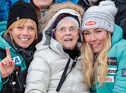 25.11.2017, Killington, USA, FIS Weltcup Ski Alpin, Killington, Slalom, Damen, Siegerehrung, im Bild v.l. Mutter Eileen Shiffrin, Oma Pauline Condron and Mikaela Shiffrin (USA, 1. Platz) // f.l. Mother Eileen Shiffrin Grandma Pauline Condron and winner Mikaela Shiffrin of the USA during the winner Ceremony for the ladie's Slalom of FIS Ski Alpine World Cup in Killington, United Staates on 2017/11/25. EXPA Pictures © 2017, PhotoCredit: EXPA/ Johann Groder