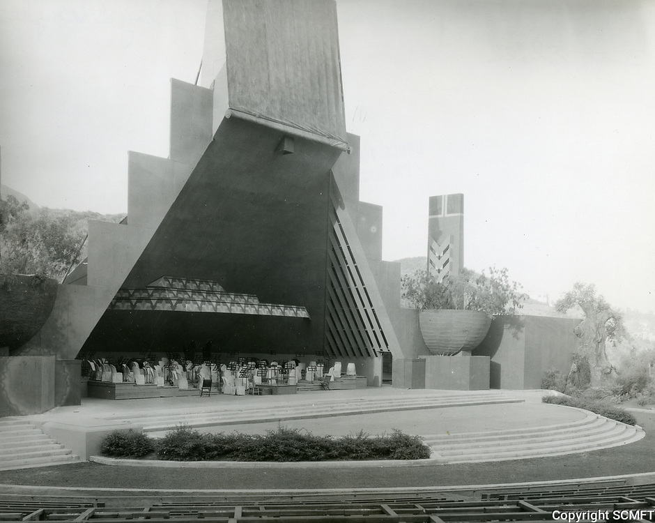 1927 Hollywood Bowl shell designed by Lloyd Wright