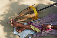 Inde, Bengale-Occidental, village des environs de Jangipur specialise dans le tissage de la soie pour la fabrication des saris. // India, West Bengal, village around Jangipur working on silk weaving for sari production