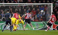 Photo: RIchard Lane.<br />PSV Eindhoven v Liverpool. UEFA Champions League, Quarter Final, 1st Leg. 03/04/2007. <br />Liverpool's Steven Gerrard heads in a goal.