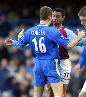 26/12/2004 - FA Barclays Premiership - Chelsea v Aston Villa - Stamford Bridge<br />Chelsea's Arjen Robben goes face to face with Aston Villa's Nolberto Solano after the Peruvian player fouled the Dutchman<br />Photo:Jed Leicester/Back Page Images