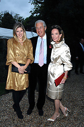 Left to right, TARA SUMMERS and her father MARTIN SUMMERS and ANNE SUMMERS at the annual Cartier Chelsea Flower Show dinner held at the Chelsea Physic Garden on 21st May 2007.<br />
