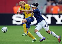 Fotball<br /> VM kvinner 2011 Tyskland<br /> 28.06.2011<br /> Sverige v Colombia<br /> Foto: Witters/Digitalsport<br /> NORWAY ONLY<br /> <br /> v.l. Charlotte Rohlin, Katerin Castro (Kolumbien)<br /> Frauenfussball WM 2011 in Deutschland, Kolumbien - Schweden 0:1