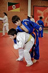 Aula de judo. O Sogipa é um clube-formador de atletas, três judocas brasileiros que estão na Olimpíada vieram de lá.  FOTO: Marcos Nagelstein/Preview.com
