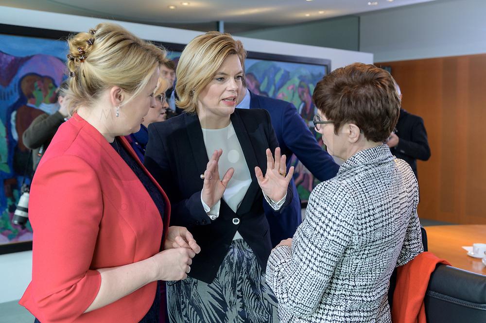 04 MAR 2020, BERLIN/GERMANY:<br /> Franziska Giffey (L), SPD, Bundesfamilienministerin, Julia Kloeckner (M), CDU, Bundeslandwirtschaftsministerin, Annegret Kramp-Karrenbauer (R), CDU, Bundesverteidigungsministerin, im Gespaech, vor Beginn der Kabinettsitzung, Bundeskanzleramt<br /> IMAGE: 20200304-01-047<br /> KEYWORDS: Kabinett, Sitzung, Julia Klöckner, Gespäch