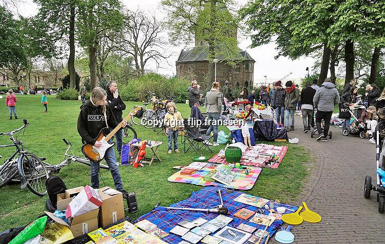 Nederland, Nijmegen, 26-4-2017 Koningsdag. Vrijmarkt op het Valkhof. Foto: Flip Franssen
