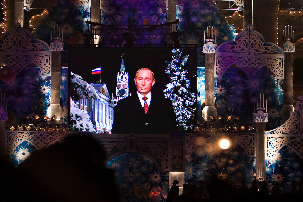 Moscow, Russia, 31/12/2005..Russians celebrate the lengthy New Year and Orthodox Christmas holidays. Crowds watch greetings from President Vladimir Putin broadcast on a giant television screen in Red Square..