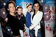 Premiere K3 Bengeltjes in de RAIi, Amsterdam.<br /> <br /> op de foto:  Aukje van Ginniken (L) met dochter Josje en haar zus Marieke van Ginniken met dochter Catootje