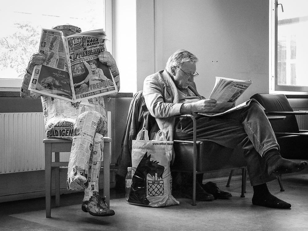 Tidningsläsare på Stadsbibliotekets tidskriftsavdelning i Stockholm