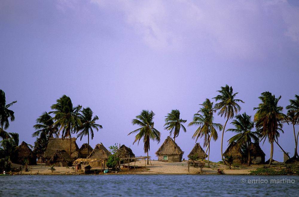 Tela: the beautiful Garifuna village of Miami, on a narrow sand bar between the Caribbean Sea and the Laguna de los Micos.