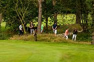 01-09-2016 Golffoto's van het Nationaal Open op de Hilversumsche Golf Club in Hilversum. Finale.  Zoeken naar de bal van Max Albertus