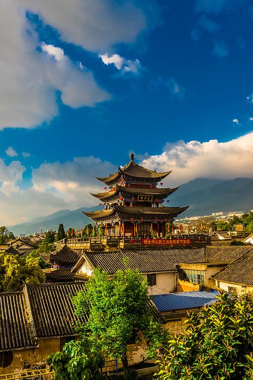 The Wu Hua Gate (topped by a pagoda) in the Old Town (Dali Gucheng), Dali, Yunnan Province, China.
