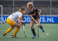 AMSTELVEEN -  Rosa Fernig (DenBosch) met Maria Verschoor (Adam) tijdens de halve finale wedstrijd dames EURO HOCKEY LEAGUE (EHL),  Amsterdam-HC Den Bosch. (1-1) Den Bosch wint shoot outs en plaats zich voor de finale.  COPYRIGHT  KOEN SUYK
