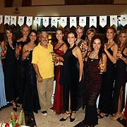 Miss Nederland 2003 reis Turkije, alle missen met directeur hotel