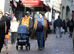Semi Exclusive : Charlotte Casiraghi goes for a walk with her nanny and her newborn baby Balthazar Semi Exclusive :Charlotte Casiraghi fait quelques courses avec sa nounou et son nouveau né Balthazar<br /> Paris le 27 novembre 2018