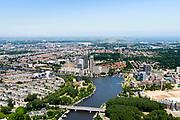 Nederland, Noord-Holland, Amsterdam, 29-06-2018; Amstel ter hoogte van Utrechtsebrug. ZIcht op De Omval en Amstelstation.<br /> Amstel near Utrechtsebrug.<br />  <br /> luchtfoto (toeslag op standard tarieven);<br /> aerial photo (additional fee required);<br /> copyright foto/photo Siebe Swart
