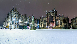 Edinburgh, Scotland, UK. 21 January 2020. Scenes taken between 4am and 5am in Edinburgh city centre after overnight snow fall. Iain Masterton/Alamy Live News