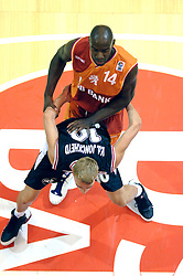 26-08-2005 BASKETBAL: NEDERLAND-BELGIE: GRONINGEN<br /> Nederland kan zich gaan opmaken voor een extra toernooi in Belgrado, waar de laatste strohalm moet worden gepakt ter handhaving in de A-groep. Dat is het gevolg van de 51-62 nederlaag / Fransisco Elson<br /> ©2005-www.fotohoogendoorn.nl