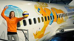 02-02-2012 VOLLEYBAL: TRANSAVIA SPONSOR BEACHVOLLEYBAL: SCHIPHOL OOST<br /> Michelle Stiekema en het gesponsorde Transavia vliegtuig dat met de aankondiging van het EK Beachvolleybal dat eind mei in Scheveningen wordt gehouden, zal rondvliegen.. <br /> ©2012-FotoHoogendoorn.nl