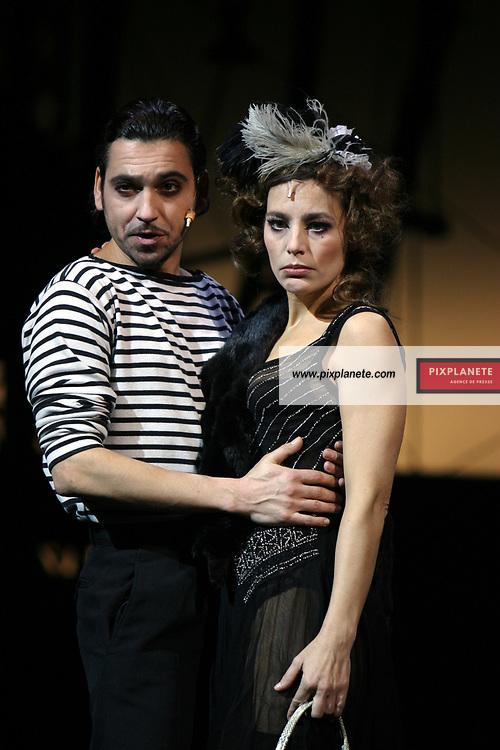 Demain la belle . . . Spectacle musical de Bernard Thomas mis en scène par Jérôme Savary avec Arnaud Giovaninetti et Sophie Duez à l'Opéra Comique- 24/01/2006 - JSB / PixPlanete -