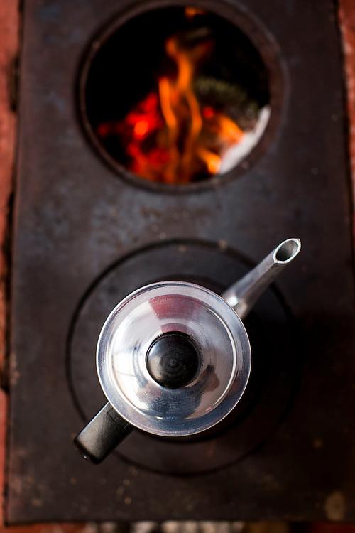 Belo Horizonte, MG, Brasil.<br /> <br /> Detalhe de bule num fogao a lenha.<br /> <br /> Teapot detail on the wood stove.<br /> <br /> Foto: BRUNO MAGALHAES / NITRO