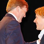 NLD/Arnhem/20121103 - 100 Jarig bestaan NOC/NSF Sportparade, Prins Willem-Alexander begroet Epke Zonderland