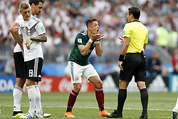 (l-r) Toni Kroos of Germany, Mats Hummels of Germany, Javier Hernandez of Mexico, referee Alireza Faghani during the 2018 FIFA World Cup Russia group F match between Germany and Mexico at the Luzhniki Stadium on June 17, 2018 in Moscow, Russia
