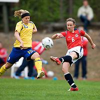 Julie Adsero/Norway, Elin Borg/Sweden. Norway-Sweden, WU17 Four Nation's Tournament. Eerikkilä, Finland, 25.5.2007. Photo: Jussi Eskola