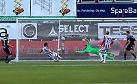 FotballTippeliga 2016Tromsø IL - Rosenborg BK21.04.16<br /> Sofiane Moussa, TromsøAndre Hansen, Rosenborg<br /> <br /> NBNB!! IKKE FOR NORDLYS<br /> <br /> Foto: Tom Benjaminsen / Digitalsport