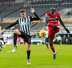 NEWCASTLE-UPON-TYNE, ENGLAND - Wednesday, December 30, 2020: Liverpool's Sadio Mané (R) clears the ball under pressure from Newcastle United's Ciaran Clark during the FA Premier League match between Newcastle United FC and Liverpool FC at St. James' Park. The game ended in a goal-less draw. (Pic by David Rawcliffe/Propaganda)