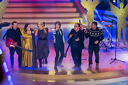 02.12.2017, Suhl, GER, Das Adventsfest der 100.000 Lichter 2017, im Bild The Kelly Family // during the ARD TV Show Adventfest der 1000 Licher in Suhl, Germany on 2017/12/02. EXPA Pictures © 2017, PhotoCredit: EXPA/ Eibner-Pressefoto/ Socher<br /> <br /> *****ATTENTION - OUT of GER*****