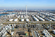 Nederland, Zuid-Holland, Rotterdam, 18-02-2015. Vondelingenplaat, Shell Pernis, de grootste raffinaderij van Europa. Op het terrein bevinden zich ook chemische fabrieken. <br /> Shell Pernis, the largest refinery in Europe, the site includes several chemical plants.<br /> luchtfoto (toeslag op standard tarieven);<br /> aerial photo (additional fee required);<br /> copyright foto/photo Siebe Swart