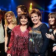 NLD/Baarn/20100107 - Nationaal Songfestival 2010, winnares Sieneke Peeters met coach Marianne Weber