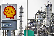 Nederland, Rotterdam, 3-09-2019 Raffinaderij van Shell bij Pernis. Foto: Flip Franssen