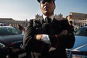 Carabinieri e Polizia controllano l'acceso in Piazza San Pietro. Roma 16 Novembre 2015.  Daniele Stefanini per L'Espresso / OneShot