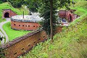 Giżycko, 2007-08-06. Kaponiera oraz mury Twierdzy Boyen.s