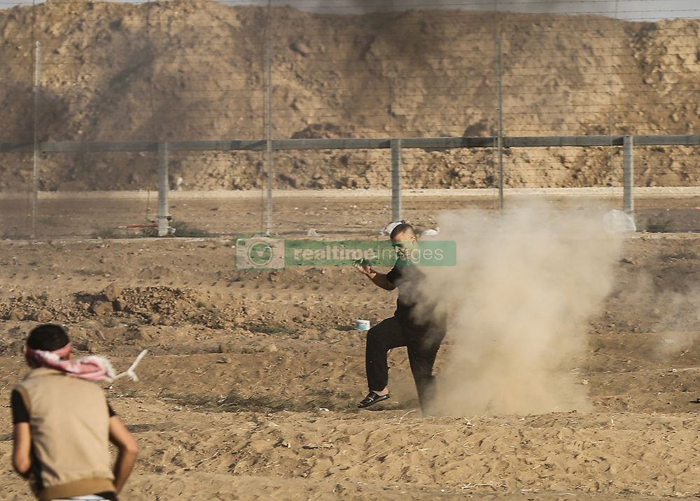 October 5, 2018 - Gaza Strip, Palestinian Territory, Gaza - A Palestinian demonstrator seen injured during the clashes..Clashes between Palestinians and the Israeli forces, along the Gaza-Israel border east of Gaza city. (Credit Image: © Nidal Alwaheidi/SOPA Images via ZUMA Wire)