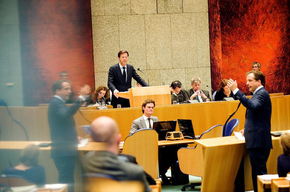 Nederland, den Haag, 22 sept  2011.Algemene Politieke Beschouwingen in de Tweede Kamer..Premier Rutte (vvd) beantwoordt de kamer. Pechtold aan de interruptiemicrofoon. In een reflectie is Pechtold nog een keer te zien..Foto(c): Michiel Wijnbergh