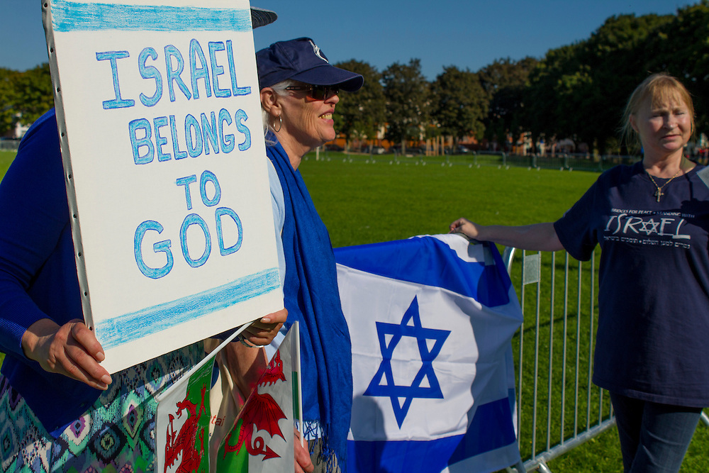 Around 30-40 Zionists held a counter protest to the 2,000 pro-Palestinian campaigners in Jubilee Park.