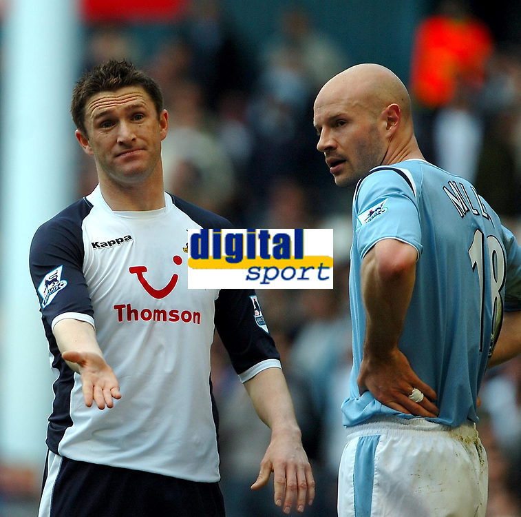 Photo: Ed Godden.<br />Tottenham Hotspur v Manchester City. The Barclays Premiership. 08/04/2006. Spurs' Robbie Keane (L) is dissapointed with the cross from Mido.