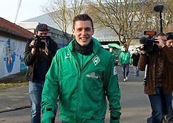 13.02.2015, Trainingsgelände am Weserstadion, Bremen, GER, 1. FBL, SV Werder Bremen, Taining, im Bild 13.02.2015, Trainingsgelaende am Weserstadion, Bremen, GER, 1. FBL, Training SV Werder Bremen, Zlatko Junuzovic (SV Werder Bremen #16), der gerade seinen Vertrag verlängert hat, lässt sich von Cedrick Makiadi (SV Werder Bremen #6) mit der Kamera, welche er sich von einem Fotografen spontan ausgeliehen hatte, ablichten // during the training session on the training ground of the German Bundesliga Club SV Werder Bremen at the Trainingsgelände am Weserstadion in Bremen, Germany on 2015/02/13. EXPA Pictures © 2015, PhotoCredit: EXPA/ Andreas Gumz<br /> <br /> *****ATTENTION - OUT of GER*****