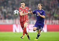 v.l. Robert Lewandowski (Bayern), Sven Kums<br /> Muenchen, 12.09.2017, Fussball, Champions League, Gruppenphase, FC Bakpyern Muenchen - RSC Anderlecht
