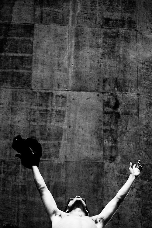 Belo Horizonte_MG, 14 de abril de 2010..Vitoria CI / Campanha Anastasia...O Governador de Minas Gerais Antonio Augusto Anastasia, atleticano, assiste ao jogo Atletico 1 x 0 Sport pelas oitavas de final da Copa do Brasil no Mineirao...Foto: NIDIN SANCHES / NITRO