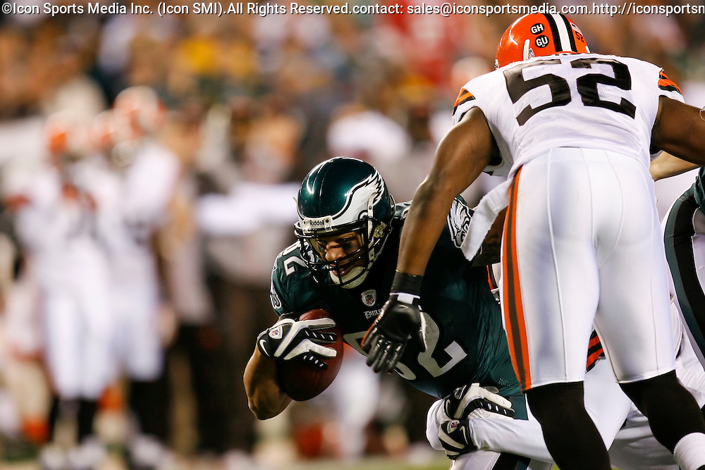 15 Dec 2008: Philadelphia Eagles tight end L.J. Smith #82 carries the ball through traffic during the game against the Cleveland Browns on December 15th, 2008. The Eagles won 30-10 at Lincoln Financial Field in Philadelphia, Pennsylvania