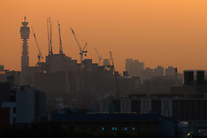 2018-04-20  - SWNS - London sunrise seen from Acton