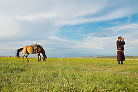Mongolie. Provinvce du Khentii. Cavalier. // Mongolia. Khentii province. Horseman looking for his cattle.